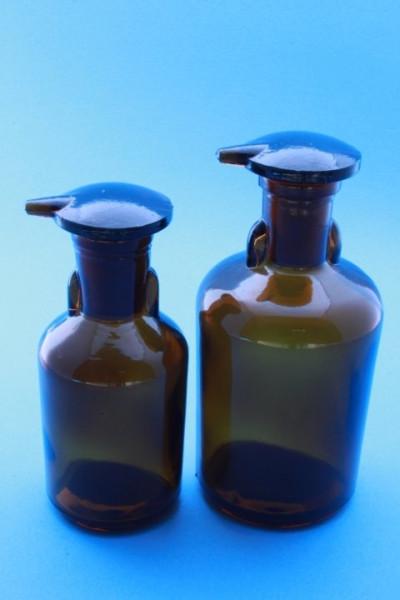 Tropfflasche, braun, 50 ml, (TK), mit flachem Deckelstopfen